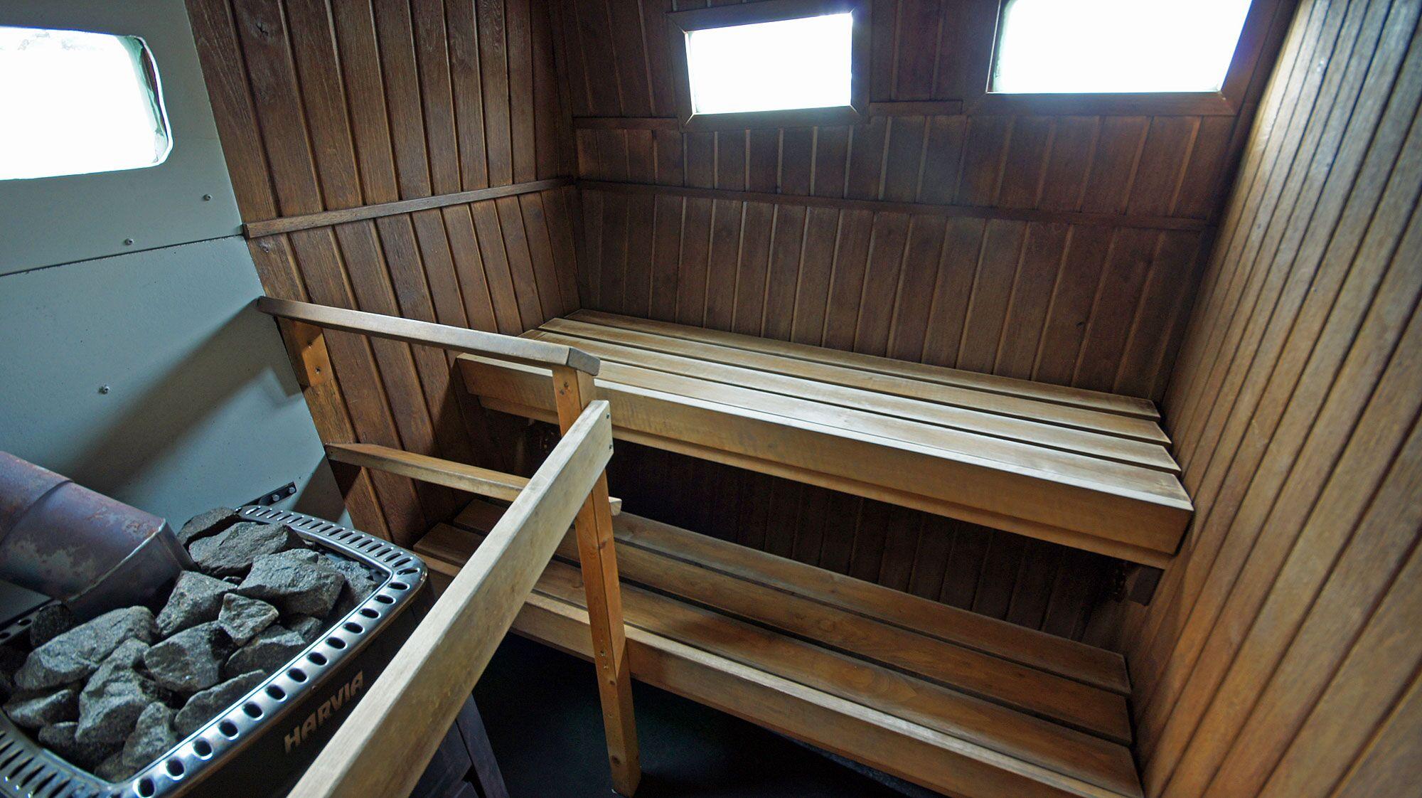 Saunaan ja uimaan Näsijärvelle, polttarit, paras saunalautta